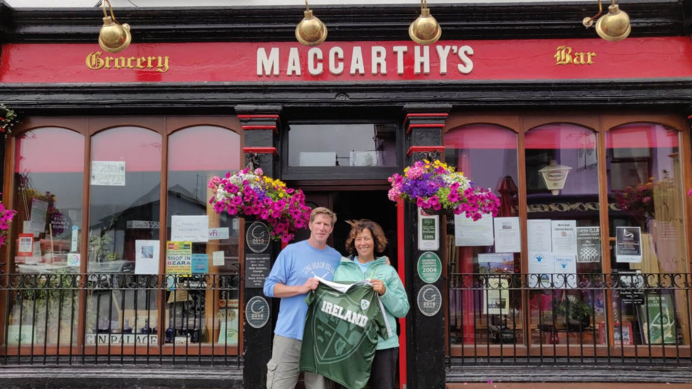 These MacCarthy tour guests traced their Irish ancestry to the eponymous, red-fronted pub in Castletownbere, Cork