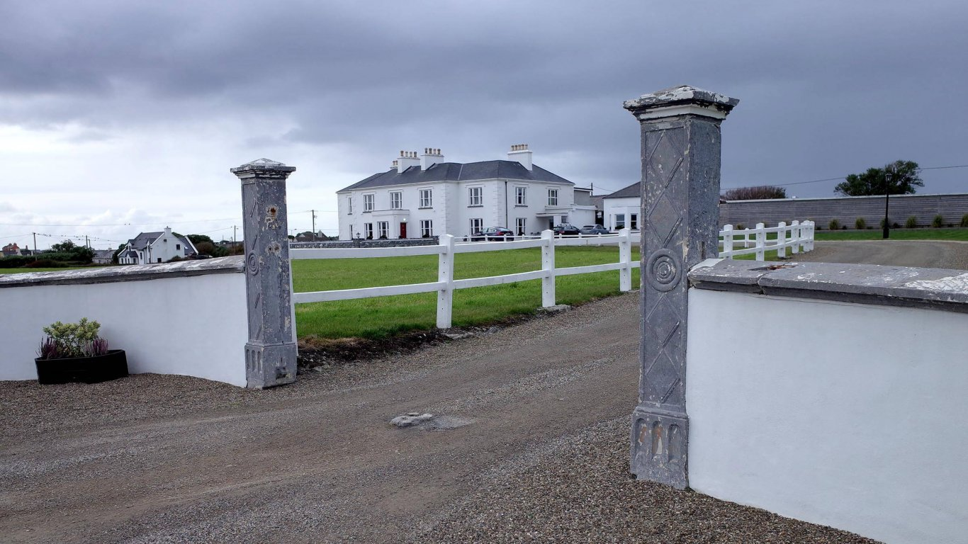 Exterior of Spanish Point House hotel in Ireland