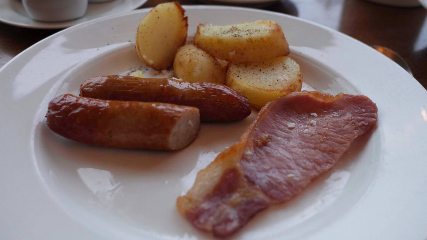 Typical cooked Irish breakfast including bacon, sausage and potatoes