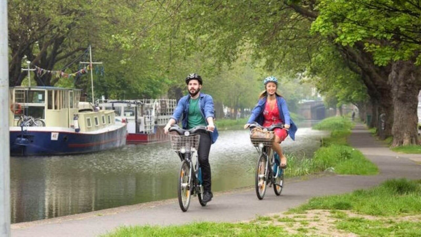 cycling the grand canal in dublin