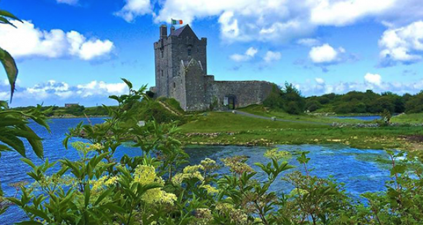 Dunguaire Castle - Ireland's castles and fascinating fasts