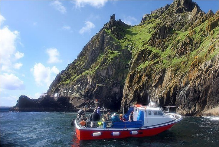 Boat preparing to land passengers on Skellig Michael
